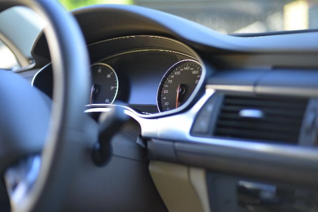 着物で車の運転をするときの注意点とおすすめの準備